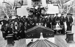 по време на испано-американската война от 1898 тениската е част от униформата на военоморския флот на САЩ