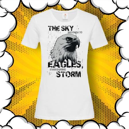 Дамска тениска с надпис The sky belongs to eagles