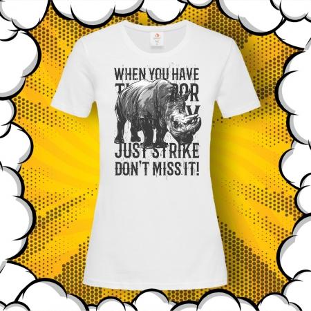 Дамска тениска с картинка и надпис Just Strike